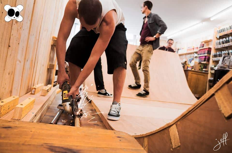 inauguration du corner old skullz skateboard chez produit conforme avignon old skullz skateboard. Black Bedroom Furniture Sets. Home Design Ideas